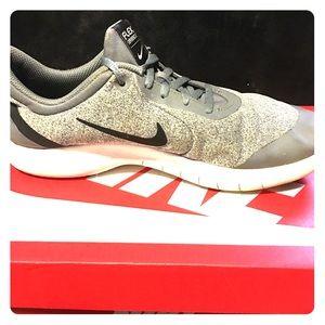 Nike flex 8 size 7y